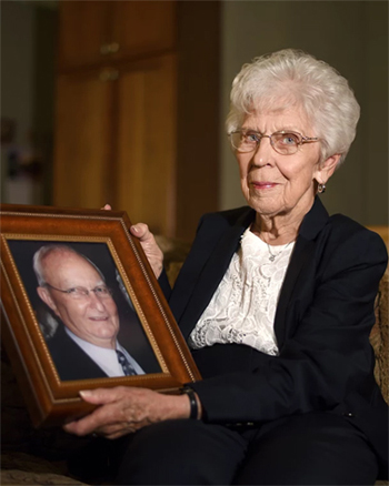 Lois M. Kaster is grateful that National Jewish Health helped her husband, Ben, better manage his chronic obstructive pulmonary disease, emphysema and asthma before he passed away in 2012.  Now she honors his memory by supporting the nation's #1 respiratory hospital by investing in charitable gift annuities.