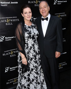 Bonnie and Robert Ezra. Robert, a National Jewish Health National Trustee and past honoree, served as co-chair for the 2017 Los Angles Professional Services Black & White Ball, benefiting National Jewish Health.